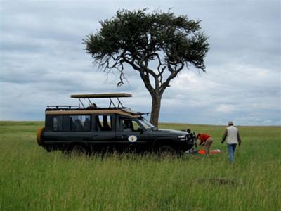 Tsavo breakfast safari style