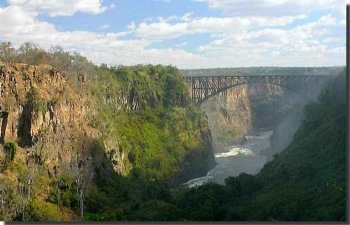 <i><font face=verdana size=1>Victoria Falls railway bridge in Zimbabwe</font></i>